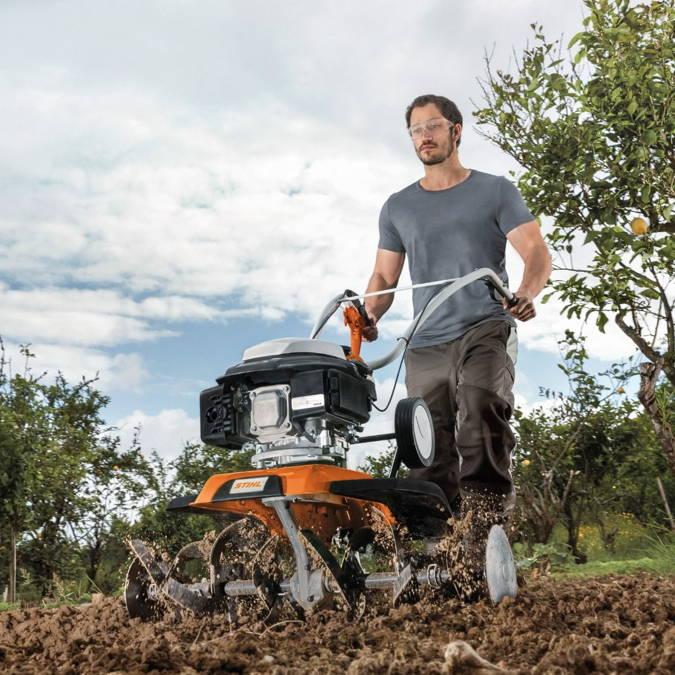 Kevadeks vajalikud tööriistad on survepesur, oksapurustaja, samblaeemaldaja ja mullafrees